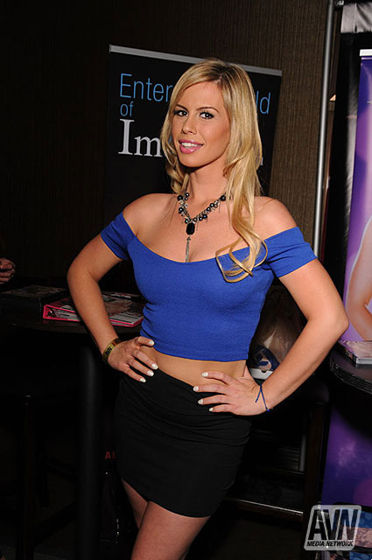 Tara at the 2014 Adult Entertainment Expo Photo courtesy of Glenn Francis/